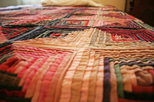 mini pleats quilt in courthouse steps pattern