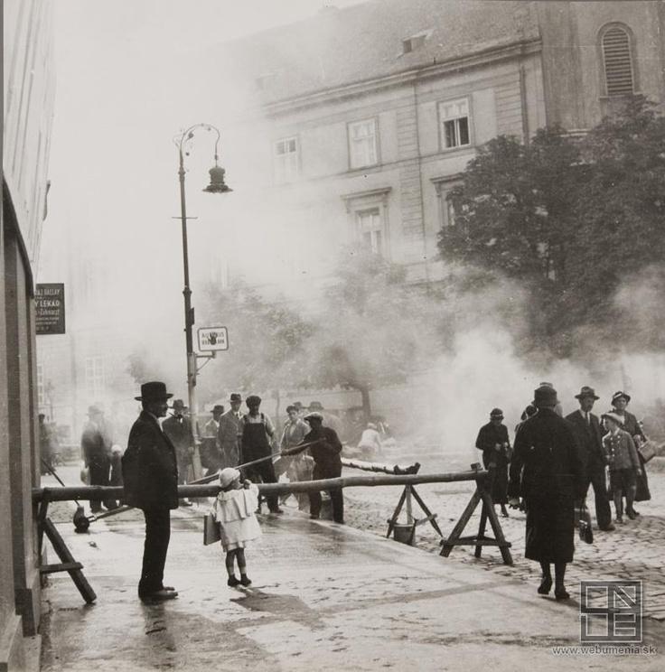 Viliam Malík - Asfaltovanie na Kapucínskej ulici (1940)