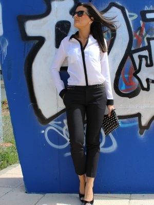 Mermy Outfit  elegante casual trendy smart Lady chic  Primavera 2013. Combinar Camisa-Blusa Blanca Blanco, Pantalones Negros Zara, Bolso Negro Zara, Tacones-Plataformas Negras Zara, Cómo vestirse y combinar según Mermy el 17-4-2013