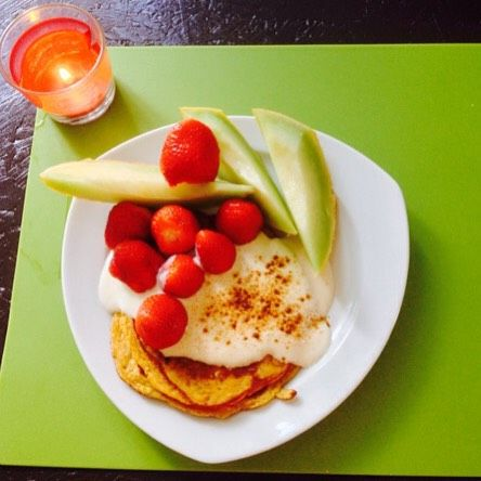 Une petite #recette de #pancakes pour le petit-dej ? La farine de lupin (une fleur) aide à réduire les ballonnements, retrouver un ventre plat et plus de vitalité. Avec sa haute teneur en #protéines, la farine de lupin figure avec la farine de chanvre parmi les farines #hyperprotéinées. Elle permet de réaliser des recettes allégées en #glucides avec un faible index glycémique.