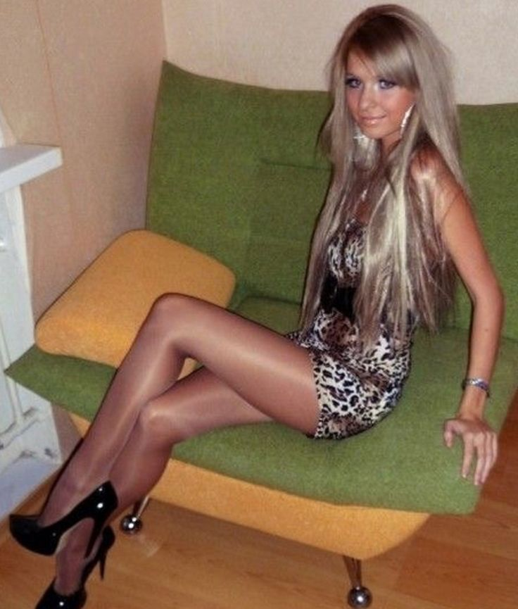 Crossdressers in pantyhose together