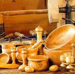 Artigianato- lavorazione legno d'ulivo  Objects made with olive tree