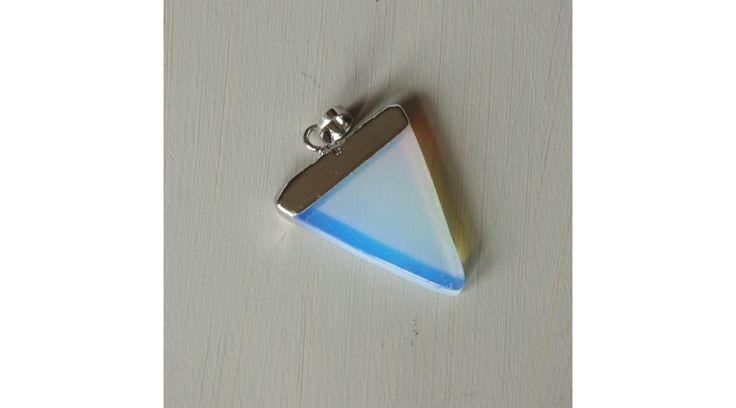 Háromszög alakú opalit medál - ezüst színű foglalattal, Zenzero kristályékszerek webshopja