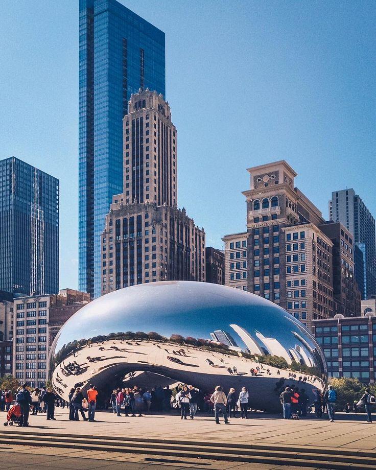 Клауд-Гейт  общественная скульптура расположенная на площади AT&T Плаза в Миллениум-парке в деловом квартале Чикаго Луп города Чикаго. Автор скульптуры  британский скульптор и художник Аниш Капур. Построенная в 20042006 годах скульптура имеет прозвище боб (The Bean) за свою бобообразную форму. Скульптура состоит из 168 листов нержавеющей стали отполированных настолько что её внешняя поверхность не имеет видимых швов. . . . . . #icu_architecture #jj_architecture #creative_architecture…
