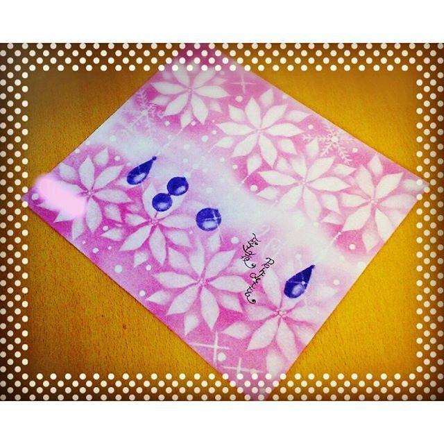 【atelier_ponopo】さんのInstagramをピンしています。 《【🎄フラワーパステリア書 ポインセチア🎀】 ・ 出張教室in三木市🌟 ・ 今日は、ポインセチアを描きました✨ ・ お客様の作品です😊♪ 背景はピンクにしたけど、グレープっぽくなりました🍇 ・ 私のも今日は果物っぽくなったので、今日はフラワーじゃなくて、フルーツパステルみたいになった日です😉🌟 ・ 今週はポインセチアを描いてくださる方が多いので、何色にしようか楽しみです😆💕 ・ #パステルアート #桜 #🌸 #ポインセチア #フラワーパステリア書 #パステリア書 #かわいい #綺麗 #インテリア #絵 #兵庫県 #三木市 #加古川 #神戸市 #神戸市西区 #玉津 #大人女子 #習い事 #筆文字 #趣味 #主婦 #保育士 #子連れ #クリスマス #楽しい #キラキラ #癒やし #手描き》