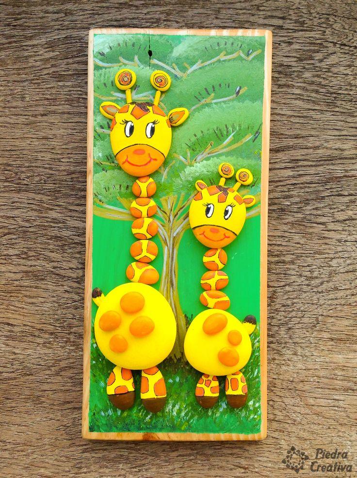 La jirafa es un animal mágico, por ello os mostramos cómo realizar manualidades sobre ella con piedras pintadas para dar color a la decoración de tu hogar.