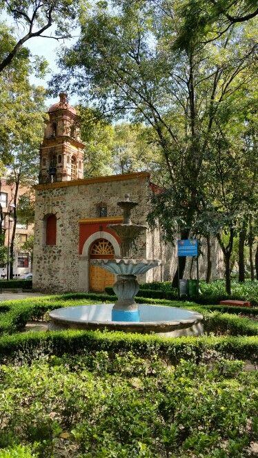 Una de las primeras construcciones de la orden de dominicos en la Nueva España.  Ésta capilla dedicada a San Lorenzo Mártir,  data del siglo XVI.  En su interior se encuentra un crucifijo de ábside elaborado en pasta en la época de la colonia.