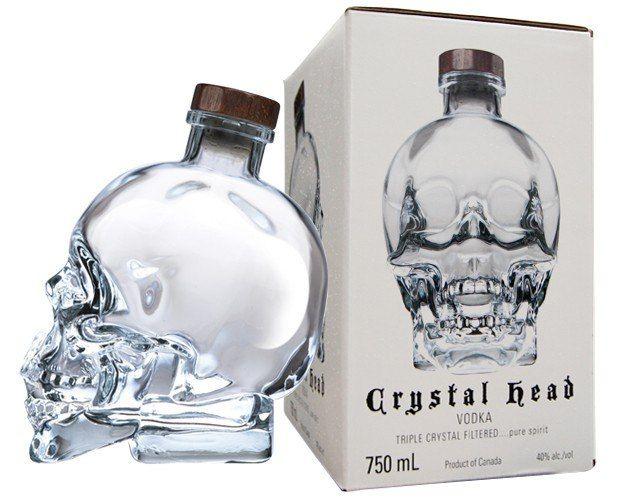 Фантастическая (хрустальный череп) Crystal Head Vodka ... Эта водка, трижды фильтрована Thrugh углем, а затем трижды через Herkimer алмазов. Сливочный вкус ощущения во рту и очень тонкие цитрусовые и анис ароматы.