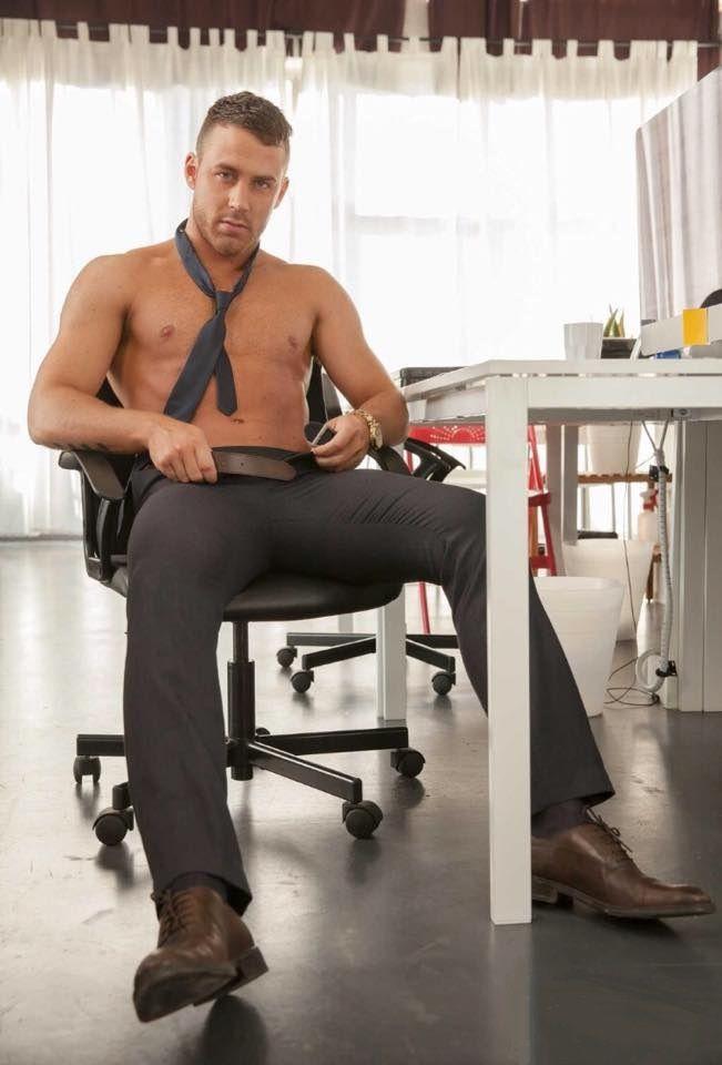 Парни в офисе видео, порно видео раком в шортах