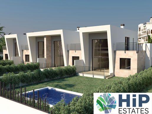 Er worden 4 woningen gebouwd, voorzien van een ruime woonkamer met open keuken. Daarnaast zijn er 3 slaapkamers en 2 badkamers, waar reeds vloerverwarming voorzien wordt. In alle kamers zijn al alle systemen voorzien om airconditioning te plaatsen. Op het domein zijn gemeenschappelijke zwembaden en aangelegde tuinen aanwezig. Prijs: € 250.000 http://www.hipestates.com/aanbod/spanje/costa-blanca/geschakelde-woning/4206-geschakelde-woning-op-zeer-goede-locatie-in-villamartin-golf-spanje