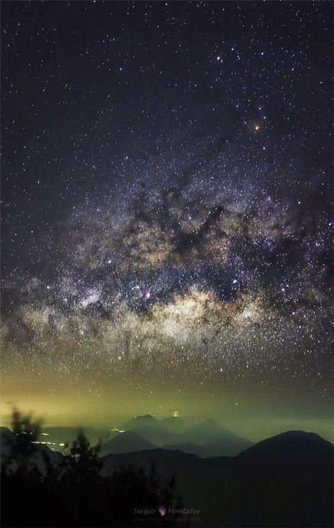 El universo se nos presenta para maravillarnos..