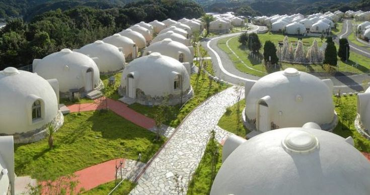 Japan S Earthquake Resistant Dome Houses Are Made Of Styrofoam In 2020 Dome House Bubble House Geodesic Dome Homes