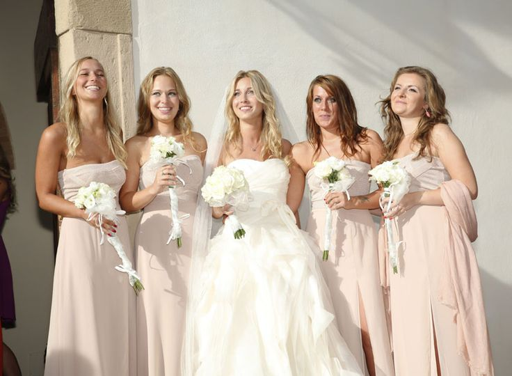Bridesmaids in gorgeous dresses at a elegant wedding in Tuscany - Perfect Wedding Italy