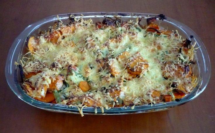 Zalmovenschotel met zoete aardappel en sperziebonen. Voedzaam, makkelijk en heel erg lekker!