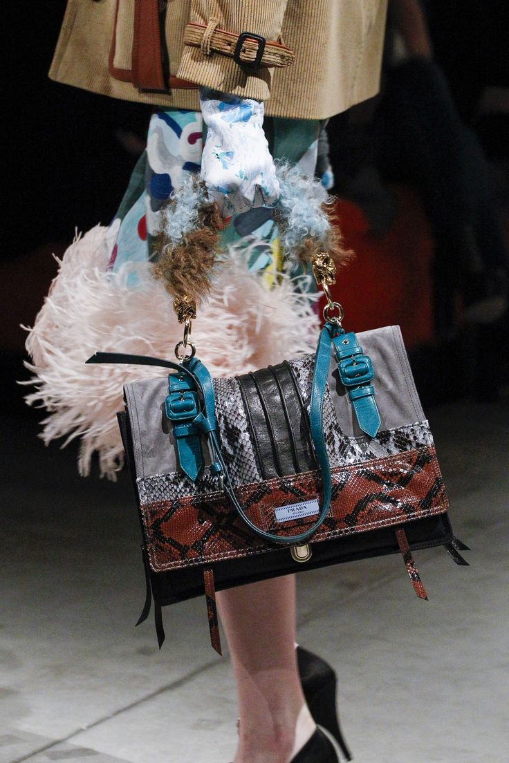 Prada Fall 2017 Ready-to-Wear Accessories Photos - Vogue