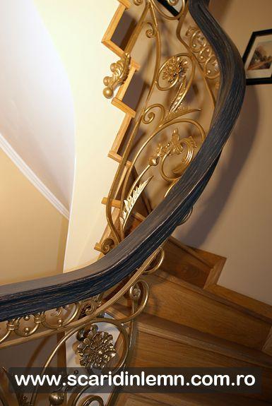 scara interioara din lemn masiv cu mana curenta de lemn curbat si placare trepte lemn