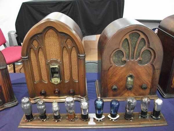 Exposición de radios de los años 20 y 30 de Juan Ortiz