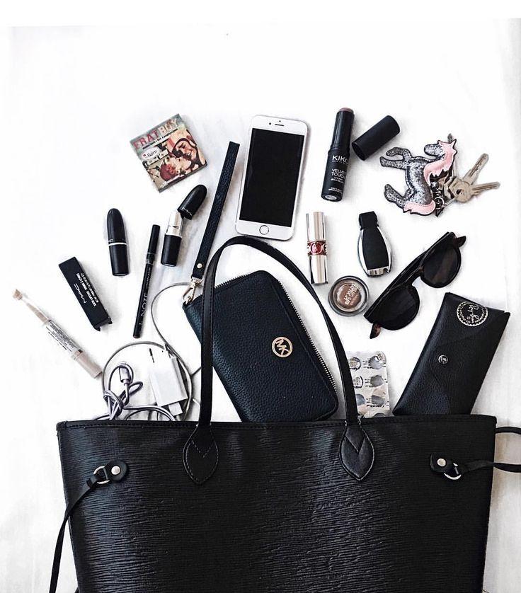 What's in my bag? -Ivır zıvır👻