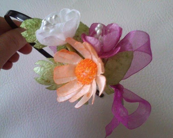 Kurdele Nakışı: Koza çiçeklerden taç yapımı.