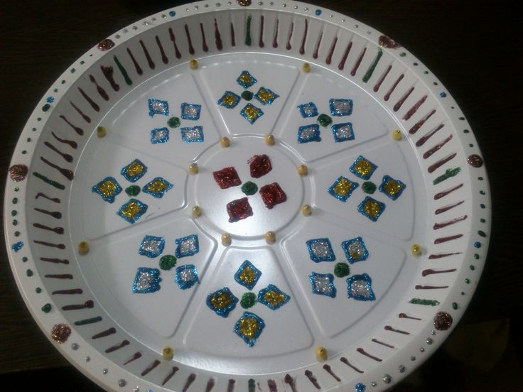 Decorated plastic disposal plate