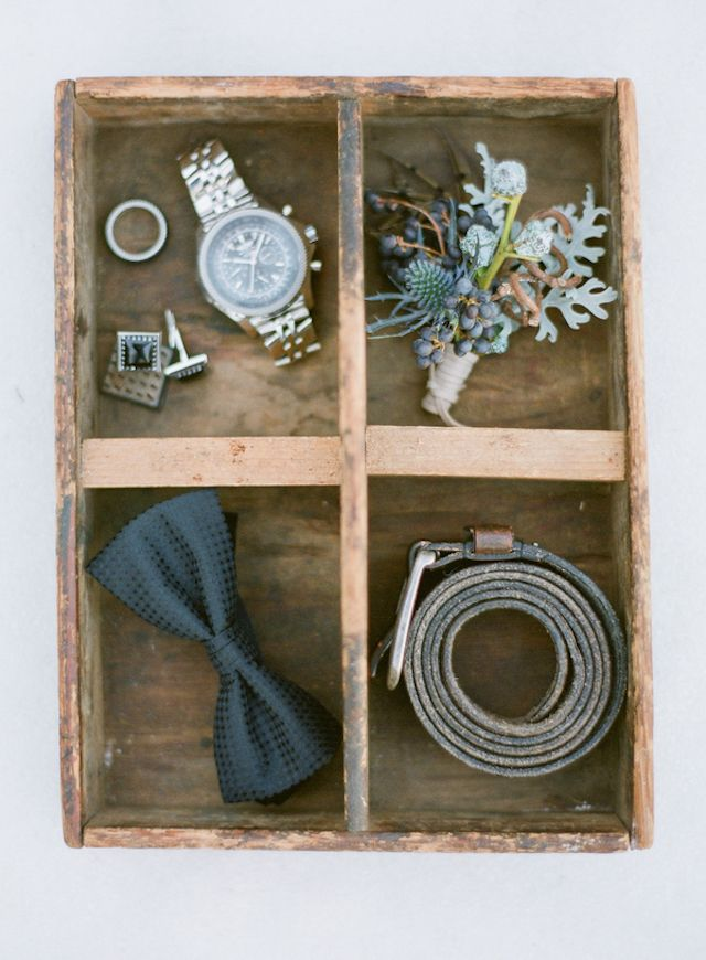 Groom's accessories | Shannon Von Eschen Photography | see more on: http://burnettsboards.com/2015/12/grooms-shoot/