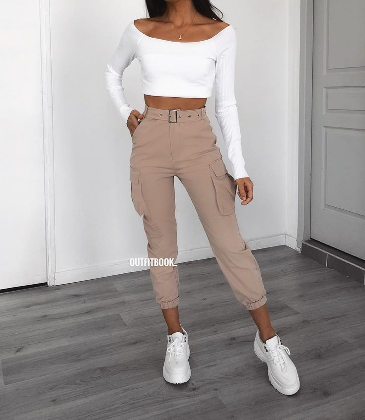 he beige cargo pants are back in stock 😍😍😍 love this combo