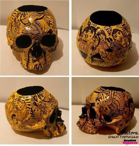Matera @angelesmagenta para ambientar tu lugar favorito #skull #art #design #flores #ceramica #skull