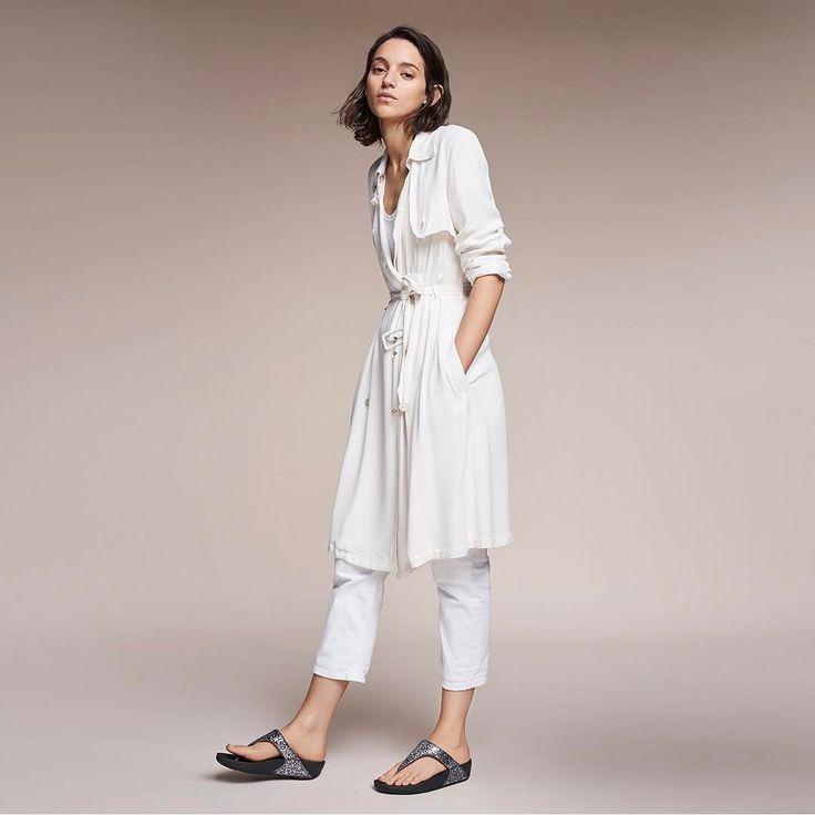 Hur går man skönt egentligen? Fitflop är stilrena sandaler som ger dig komfort och en härlig frihetsskänsla hela dagen