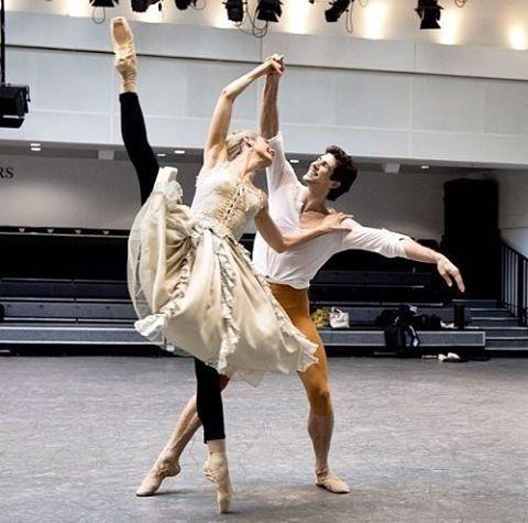 Zenaida Yanowsky and Roberto Bolle rehearsing 'Manon' • #zenaidayanowsky #robertobolle #manon #ballet #rehearsal #royalballet #royaloperahouse #rohmanon