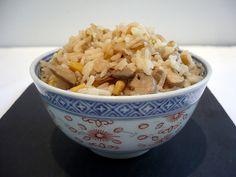 Riz végétarien au tofu, aux champignons et au maïs