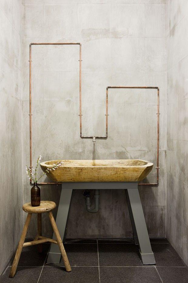 Een ruimte als de badkamer houden we over het algemeen graag clean en rustig, maar soms kan dat net even te saai of kil overkomen. Wij zijn op het moment helemaal weg van de kopertinten en vinden deze kleur ook heel gaaf in de badkamer. Met een paar koperen accenten kun je de badkamer een […]