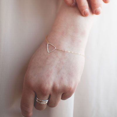 14k Gold Bracelet {love how delicate this is}: Gold Sapphire, Favors Jewelry, Simple Bracelets, Gold Bracelets, 14K Gold, Gold Diamonds, Delicate Bracelets, Isoscel Bracelets, Jewelry Ideas