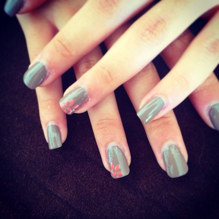 Pink flower on grey that's nice   Nails top