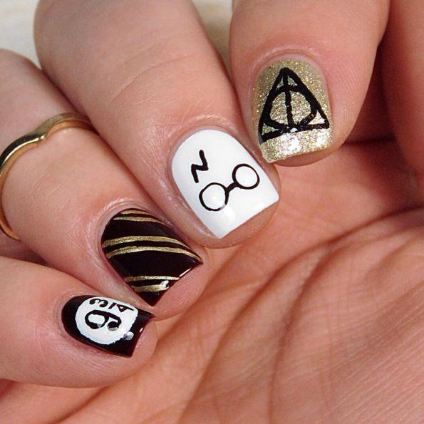 La nail art con tutti i simboli -cosmopolitan.it