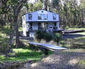 Hidden Grove Retreat, for holidays in scenic surroundings. www.OzeHols.com.au/8993 #WA #Holidays #Travel #Australia