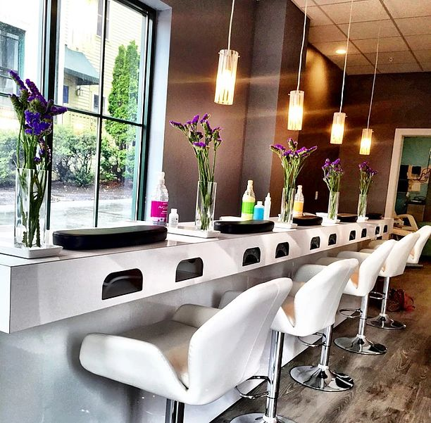 Best 25 nail bar ideas on pinterest diy breakfast bar for Long manicure table