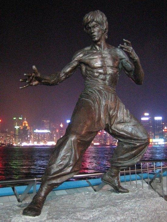 Bruce Lee statue - Hong Kong  I HAVE TO visit this #BruceLee #foreverthebest #lovehim ✔