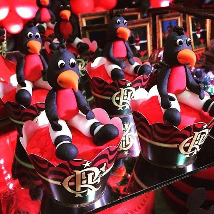 O mascote também esteve presente nos cupcakes!!! Tantos detalhes lindos que não canso de olhar o ig @lubcavalcanti