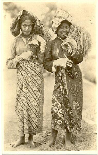 Soendaneese padisnijdsters Preanger, Bandung, Java, Indonesië (1919-1930)