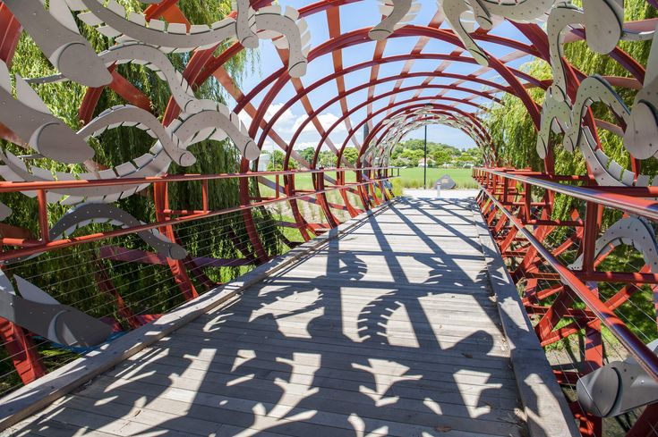 A cycle bridge bridge that embraces the craftsmanship of traditional Maori weaving patterns for eel traps traditionally used along Oakley Creek.