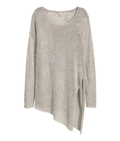 Grey. Loose-knit jumper in tape yarn with an asymmetric hem and high slit in one side.