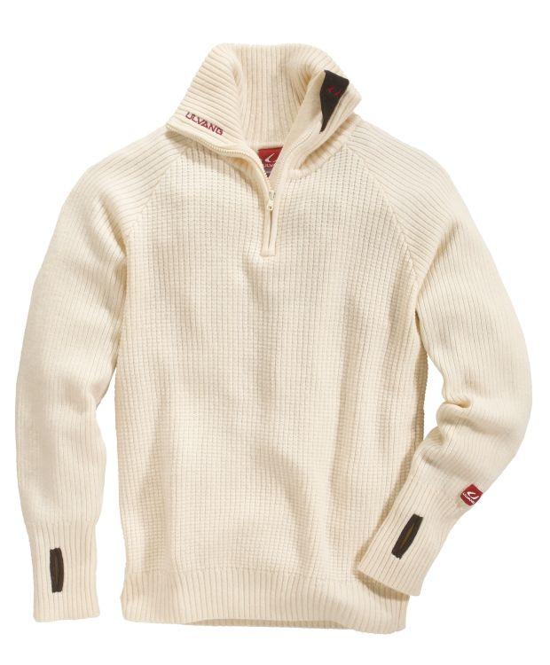 Ulvang Rav Sweater Ulvang ullgenser til dame og herre. Strikkegenser i 100 % ull med høy hals, logo på venstre arm og glidelås i halsen. Denne genseren holder deg varm hele vinteren, enten du er ute i snøen eller slapper av inne.