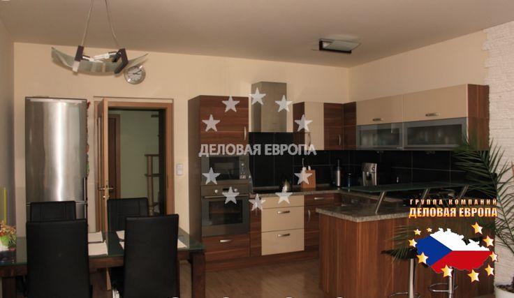 Квартиры / 3-комн. / 3+КК, Прага, Otradovická, 222 222 € http://portal-eu.ru/kvartiry/3-komn/3+kk/realty121/  Продажа квартиры 3+КК, 105 кв.м. Прага 4 – Kamýk.Продажа квартиры планировкой 3+КК, площадью 105 кв.м., расположенной на 11 этаже четырнадцатиэтажного нового кирпичного дома, 2009 года постройки. Квартира имеет 96 кв.м. жилой площади и 9 кв.м. террасу. К квартире принадлежит подвал и подземная парковка на 1 автомобиль.Квартира состоит из: гостиной -  30 кв.м., детской комнаты –…