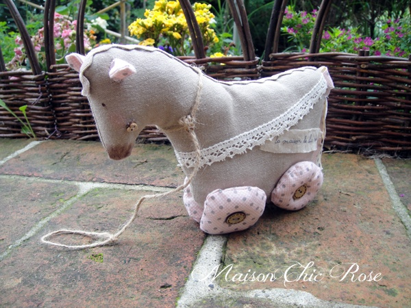 Sweet Horse by http://chic-rose.blogspot.it