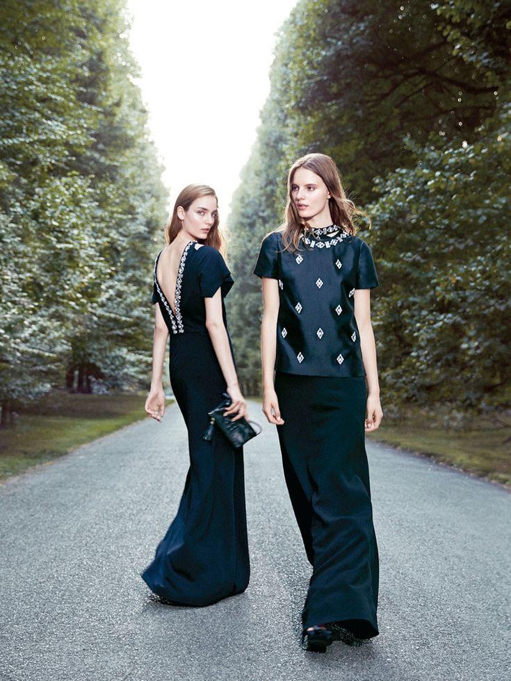 La Holiday 2013 di Tory Burch è un inno alla sensualità. Nelle immagini tre splendide modelle, Tilda Lindstam, Laura Kampman e Zuzanna Bijoch.http://www.sfilate.it/211828/lo-stile-sexy-e-chic-della-holiday-2013-di-tory-burch