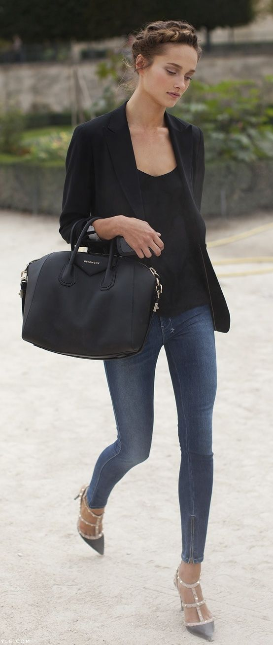 Black Blazer, black t-shirt, black Givenchy Antigona bag, skinny jeans & Valentino Rockstud heels