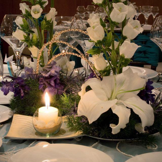 Hermosas  Matrimonio en Bogotá. Flores para boda. Lirio blanco con vela. www.kharismafloral.net