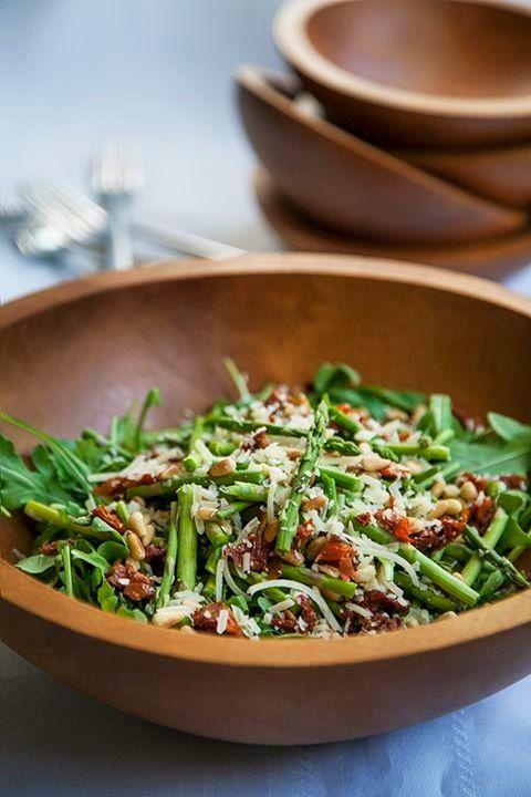 La recette: Salade de roquette et asperges. © DR