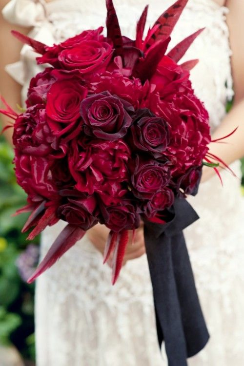 gorgeous red wedding photography 500x751 Gorgeous Bridal Bouquets
