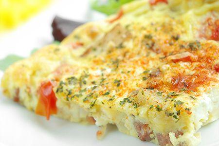 Questo piatto è veloce da preparare ed è ideale da gustare come pasto fuori casa accompagnato da una delle tante #insalate #DimmidiSì. Scopri le nostre #ricette: http://www.dimmidisi.it/it/dimmicomefai/fresche_ricette/article/frittata_ai_pomodorini_prosciutto_e_formaggio.htm #ricetta #recipe #cooking #cuisine #frittata #omelette #pomodori #tomato #prosciutto #ham #formaggio #cheese